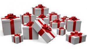 Confezionamento pacchetti regalo ai Mercatini di Santa Maria Maggiore