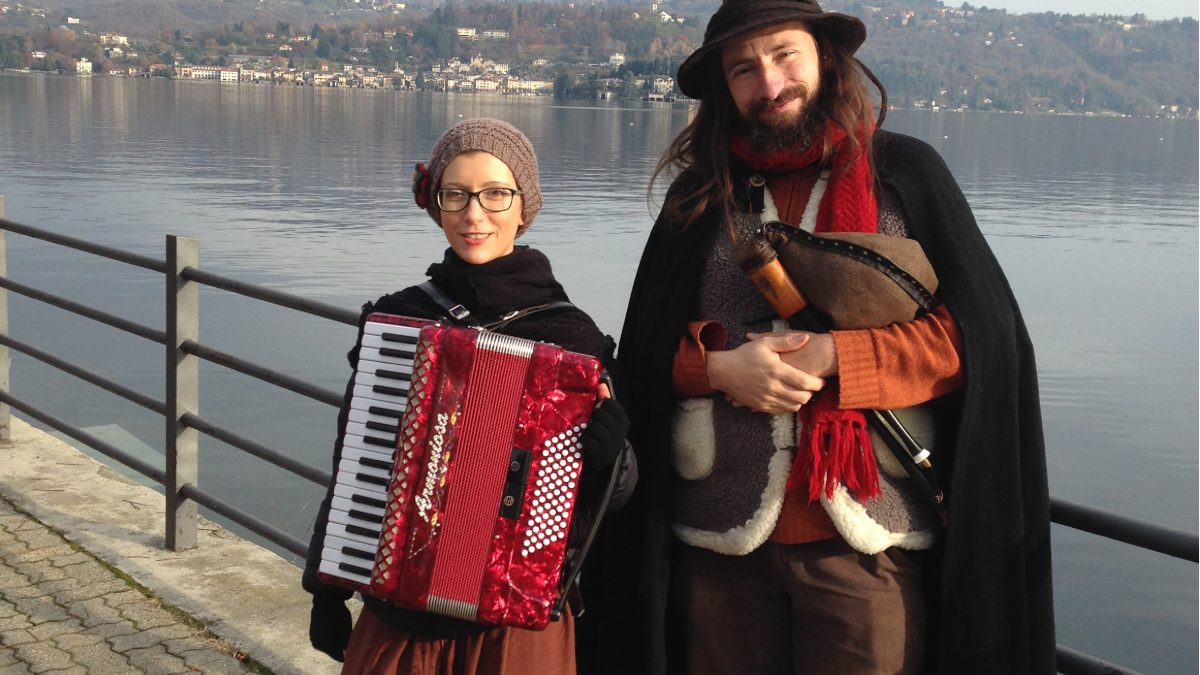 Duo folk Trallallà ai Mercatini di Natale di Santa Maria Magggiore